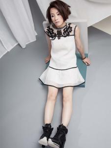 艾露伊白色短裙