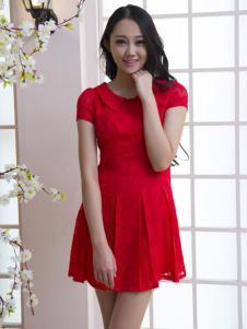 红雨竹红色连衣裙