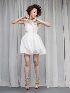 艾露伊白色无袖连衣裙
