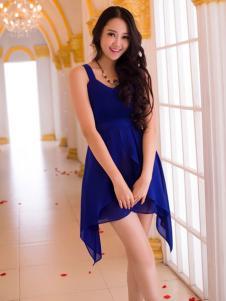 红雨竹蓝色连衣裙
