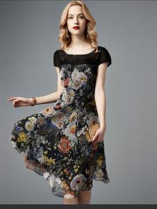 衬茉女装黑色印花连衣裙