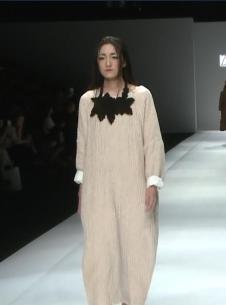 因为ZOLLE女装灰白色连衣裙