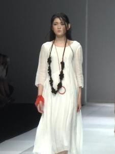 因为ZOLLE女装白色棉麻连衣裙