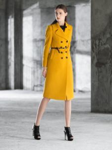 卡索黄色长款外套