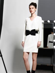 艾露伊白色中长款连衣裙