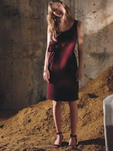 芮玛红色无袖连衣裙