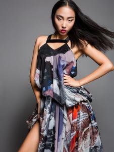 颜诺国际花色连衣裙