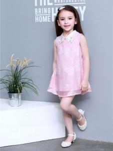 倾心果粉色连衣裙