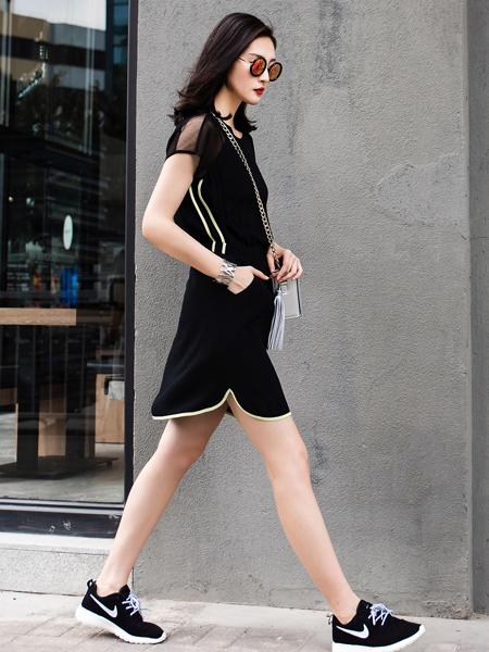 威丝曼黑色连衣裙