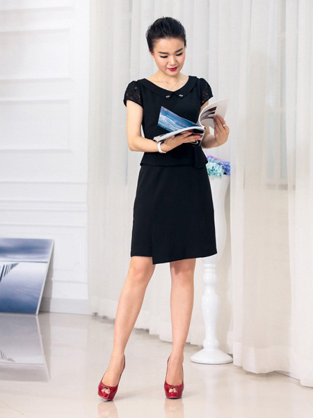 迪丝爱尔黑色收腰连衣裙