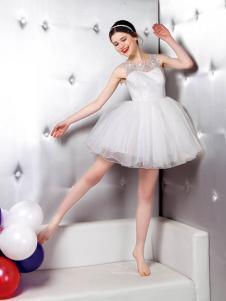悠媤莉白色连衣裙