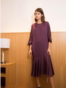 子品手则深紫色拼接连衣裙