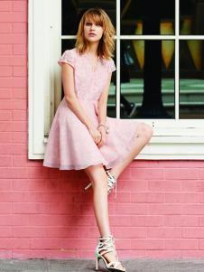 香影粉色连衣裙