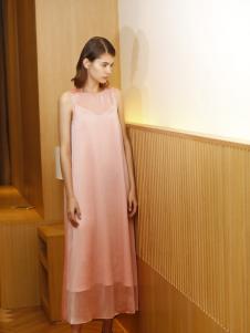 子品手则粉色连衣裙