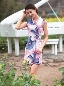 与凤齐美粉色带领印花旗袍