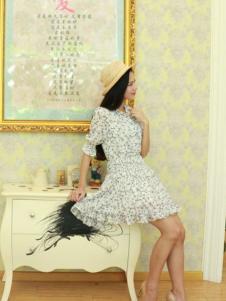 水盈格雪纺裙