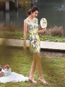 与凤齐美黄色印花旗袍