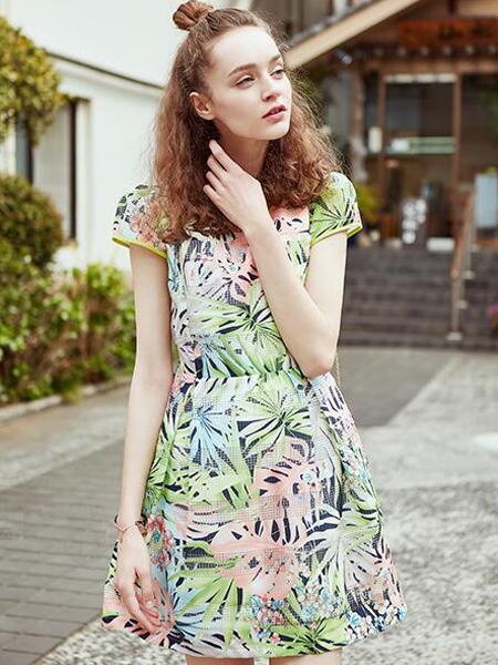 都市高端時尚的設計師品牌衣香麗影女裝誠邀加盟