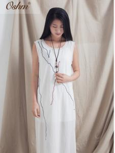 欧尚恒美白色连衣裙