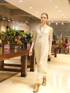 美麗魅力米色連衣裙
