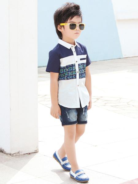 打造时尚萌娃  男生喜欢耍酷是常见的事情,因为帅帅的男孩子确实是蛮