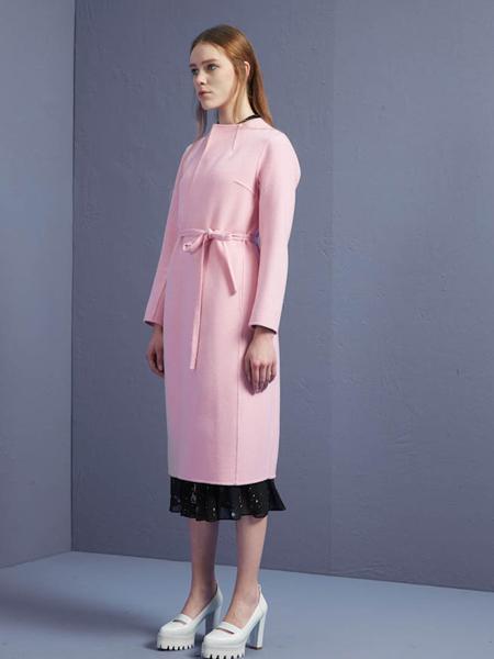 蓝色倾情粉色圆领大衣