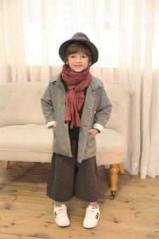 青木童灰色外套