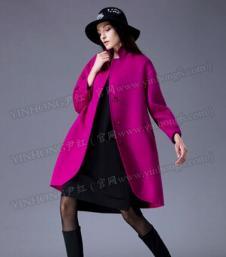 尹红玫红色毛呢外套