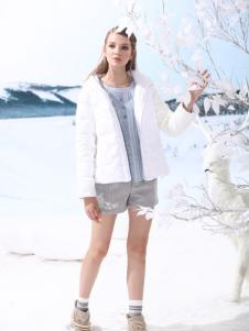 女子卉色时尚棉衣