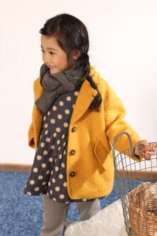 茶子树女童黄色外套
