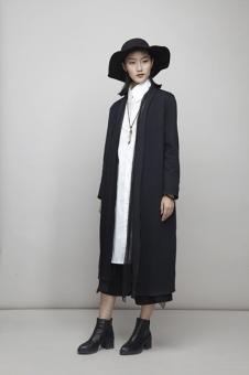 谷可女装黑色长外套