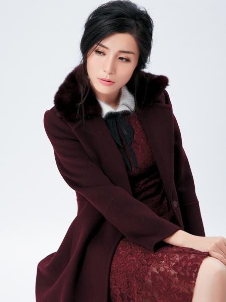 金蝶茜妮红色毛领大衣