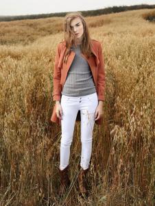 丹尼布鲁白色白搭时尚牛仔裤
