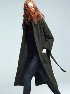 布莎卡军绿色时尚长款风衣