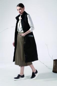 奔狐女装黑色长款无袖大衣