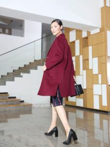 玳莎秋季时尚酒红大衣新款