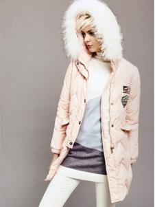 薇妮兰粉色连帽毛领羽绒服