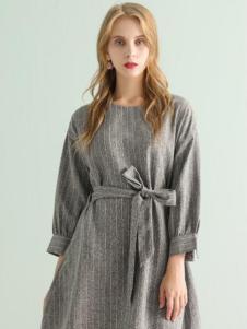 ABUN秋季灰白收腰连衣裙新款