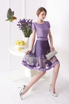 钡紫色蕾丝连衣裙