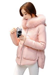 五色五图粉色毛领短款羽绒服