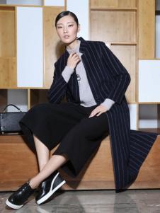 玳莎冬季黑色条纹大衣
