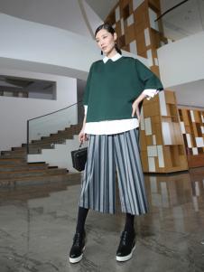 玳莎冬季时尚短款墨绿毛衣新款