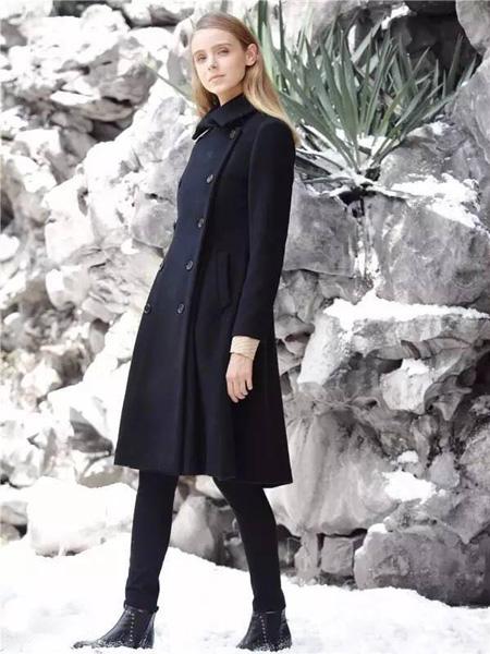 女士黑色大衣