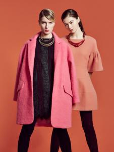 粉色简约版毛呢大衣