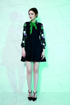赫梵茜女装黑色拼接印花连衣裙