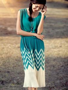 哥邦女装绿色长款百褶连衣裙
