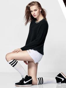 V21黑色休闲T恤