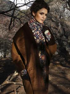 阁兰秀女装褐色大翻领外套