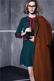 席薇亚咖啡色长款毛呢大衣