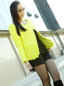 爱博·琼斯女装圆领黄色薄款羽绒服